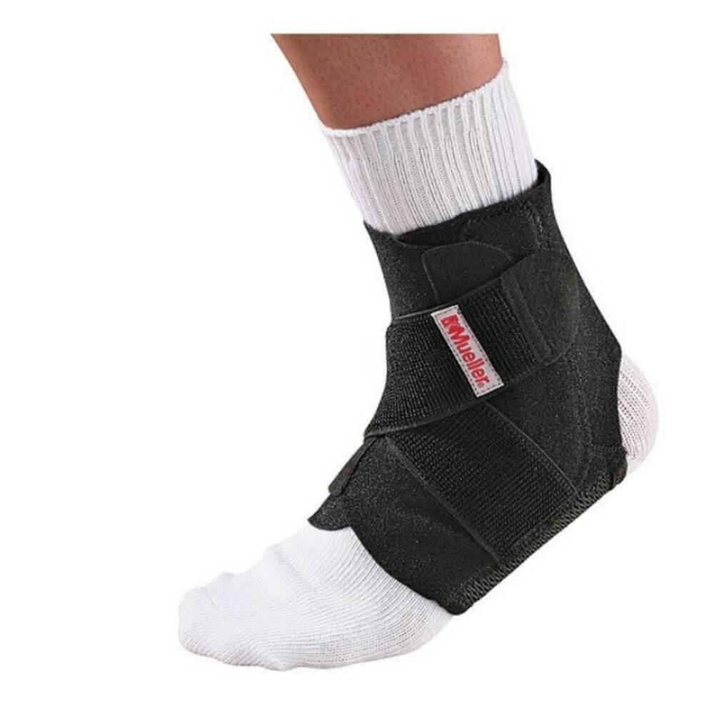 MUELLER Adjustable Ankle Stabilizer Bandáž na kotník